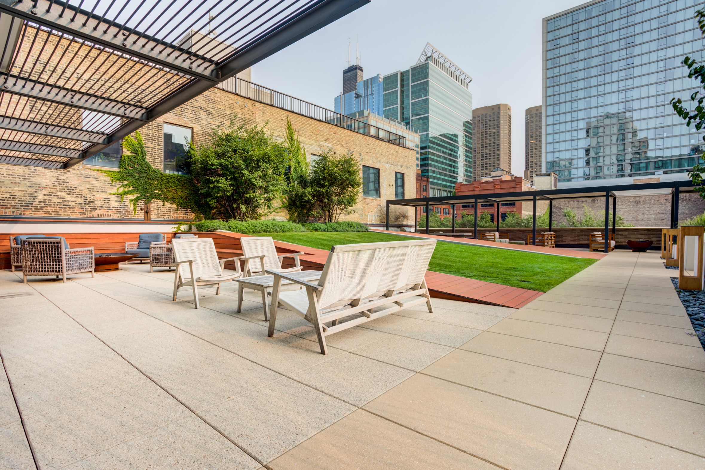 West Loop Apartment Luxury Living - Emme Terrace