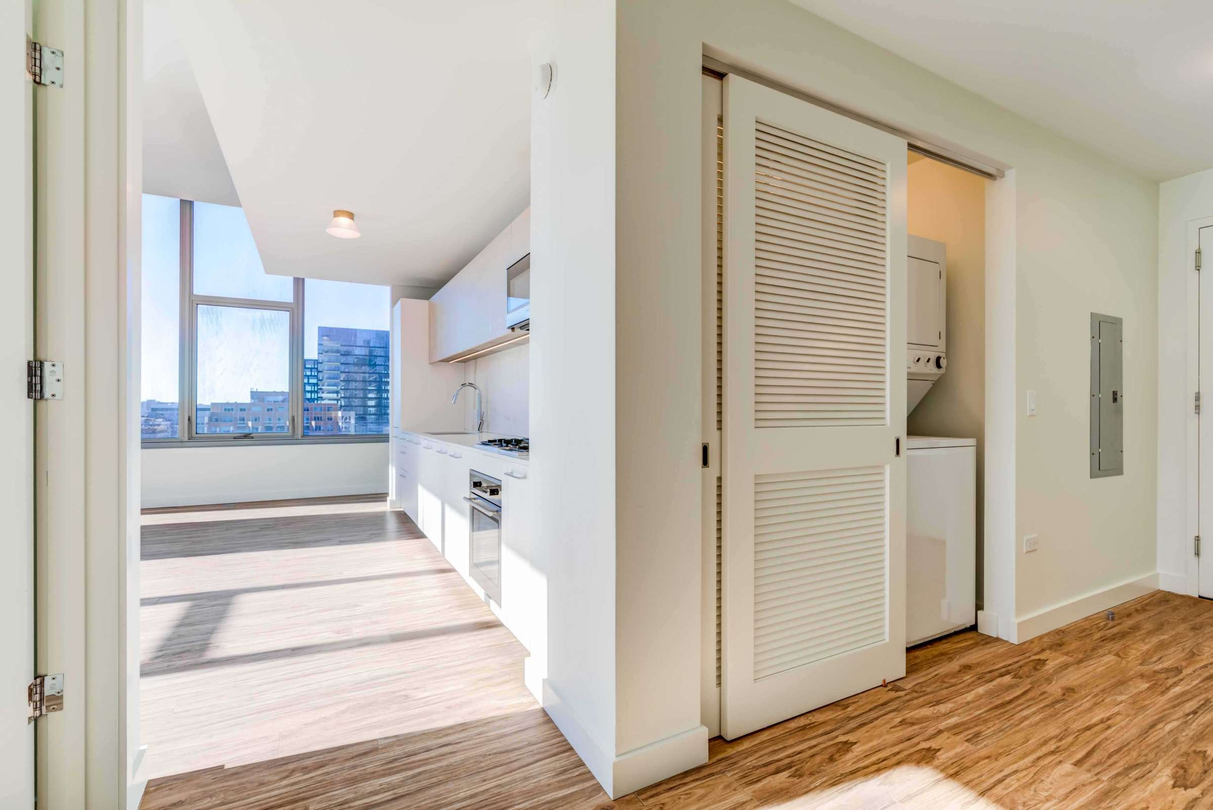 Luxury West Loop Apartments EMME - Chicago City Skyline and In Unit Washer and Dryer