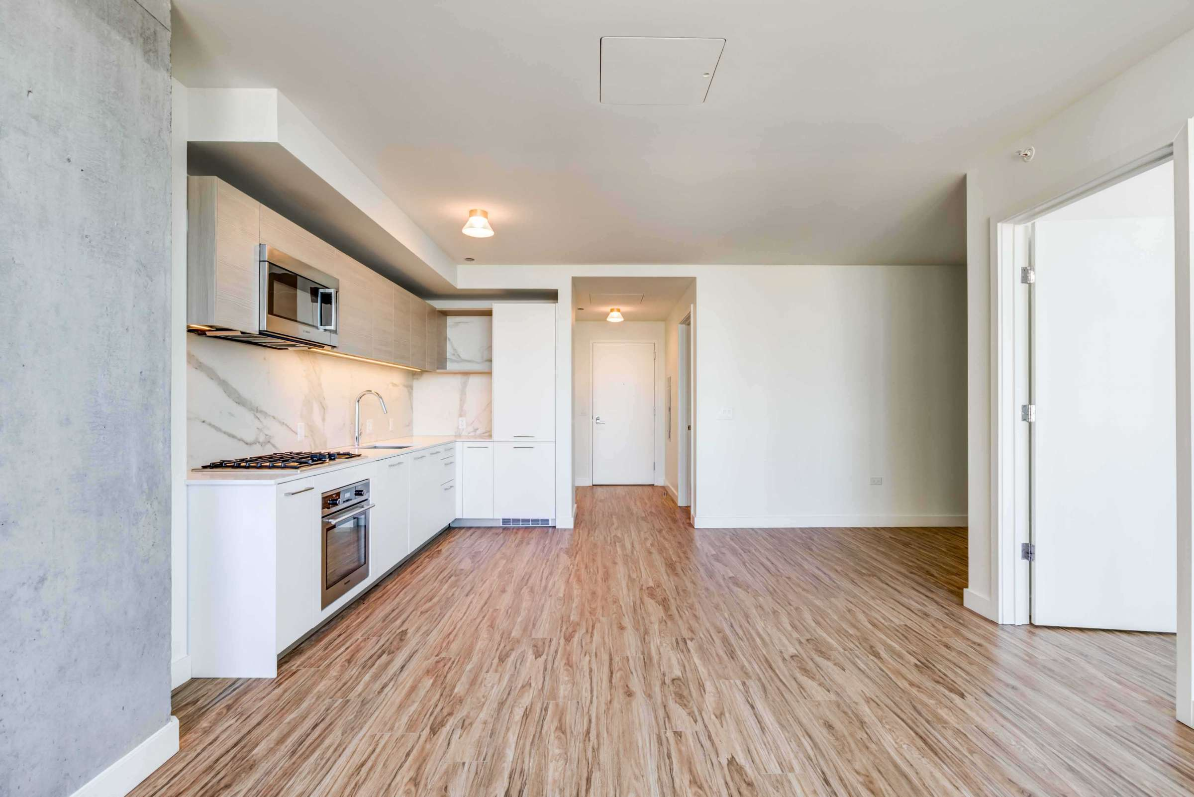 Luxury West Loop Apartments EMME - Spacious and Modern Kitchen