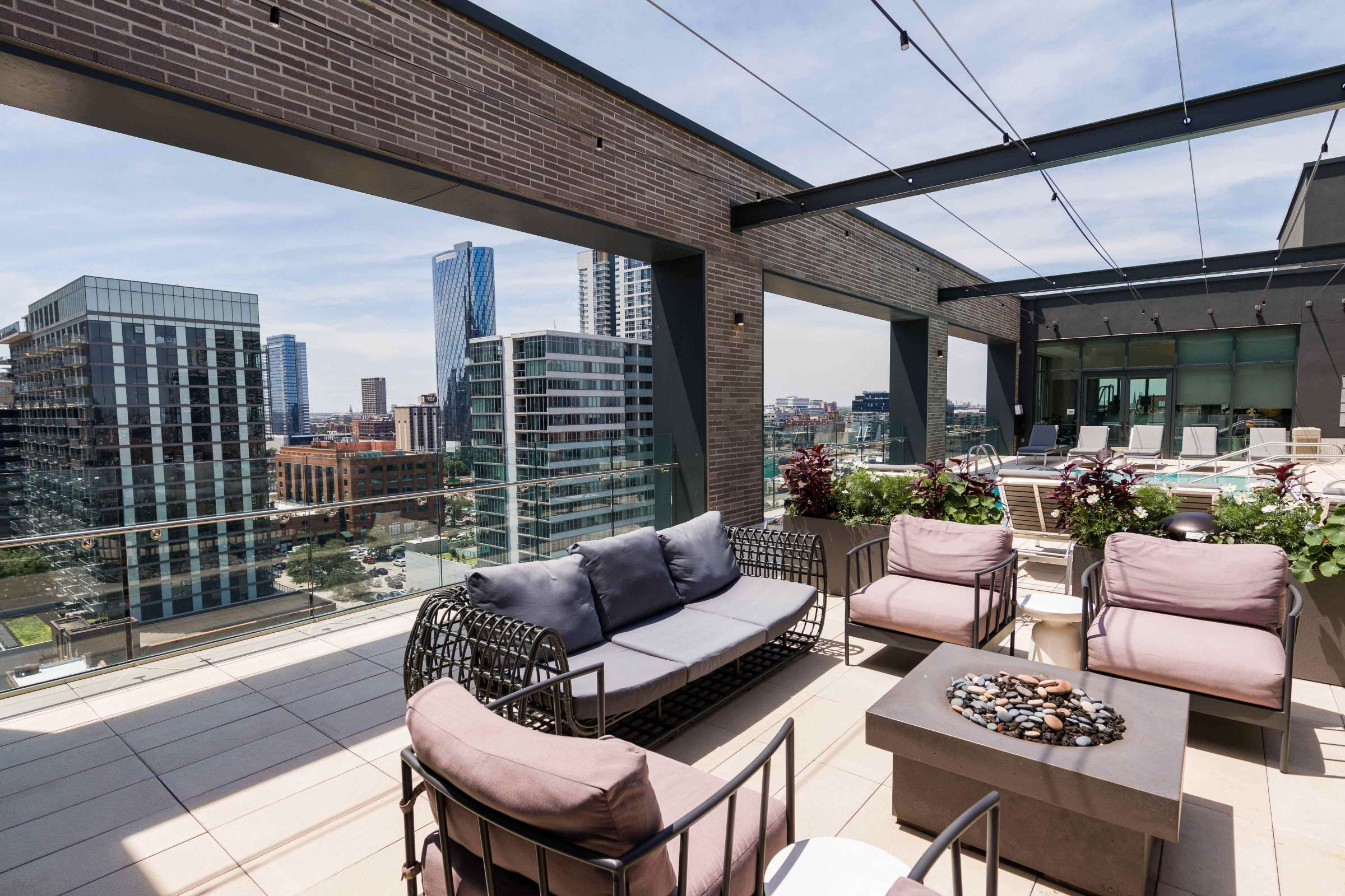 West Loop Apartment Luxury Living - Emme Rooftop Lounge