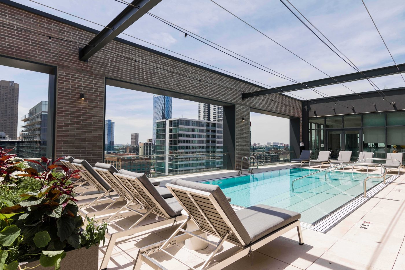 emme chicago rooftop pool
