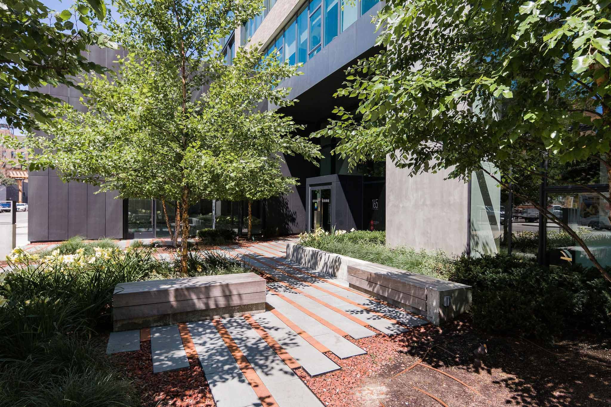West Loop Apartment Luxury Living - Emme Outdoor Courtyard